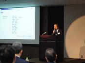 全体会議では技術発表などが行われ、スキルアップにも繋がります。